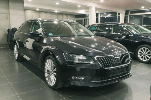 Škoda Superb 3 Combi Laurin & Klement 4x4 2.0 TDI 140kW DSG / Webasto