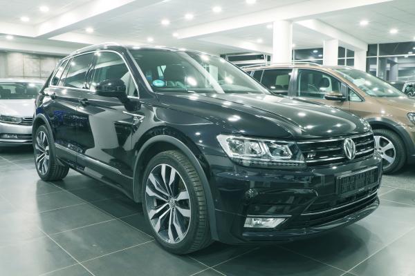 Volkswagen Tiguan Highline 4x4 2.0 TDI 140kW DSG  R-line / Active info display