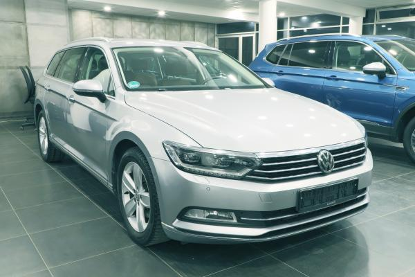 Volkswagen Passat B8 Variant Highline 2.0 TDI 140kW DSG / Active Info Display / Webasto