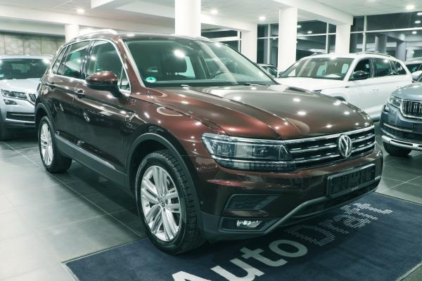 Volkswagen Tiguan Highline 4x4 2.0 TSI 162kW DSG / Active info Display / Webasto